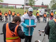 Vrijwilligers leiden fietsexamen in Helmond