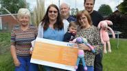 Sandra haakt met vrijwilligers 145 konijnen voor kleine Aily