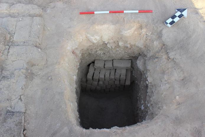 De ingang van de tombe.