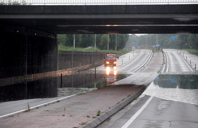 Tunnel onder water gelopen in oosterhout Foto Jeroen Stuve Fotografie