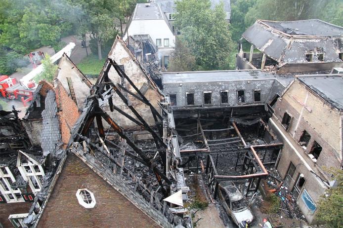 Het gemeentehuis in Waalre vlak na de aanslag.