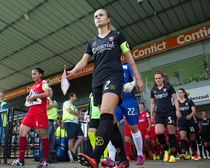 FC Twente Vrouwen verlengt zes contracten en trekt een jonge keepster aan.