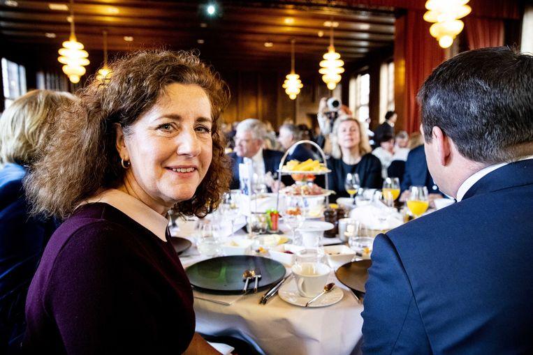 Minister Ingrid van Engelshoven (Onderwijs, Cultuur en Wetenschappen) tijdens het jaarlijkse topontbijt met topvrouwen en -mannen van Nederlandse organisaties. Beeld null