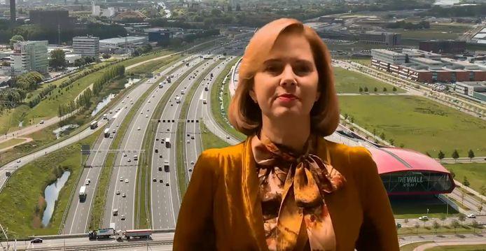 Met de A2 bij Leidsche Rijn op de achtergrond kondigde minister Van Nieuwenhuizen dinsdag in een filmpje de verbreding van de A27 aan.