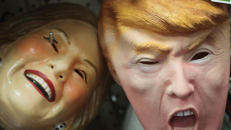 Donald Trump en Hillary Clinton-maskers in een winkel in Chicago Beeld afp