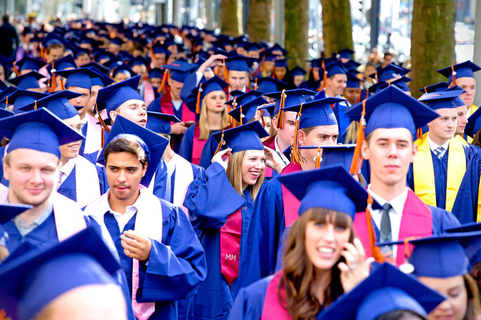 Afstudeerders van de Rotterdam School of Management (RSM). Foto ter illustratie.