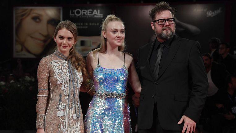 De actrice Emilia Jones, links, met actrice Dakota Fanning en regisseur Martin Koolhoven op het Venice Film Festival. Beeld anp