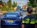Bij invallen in Alblasserdam, Papendrecht en Sliedrecht heeft de politie ook een groot aantal peperdure auto's in beslag genomen.