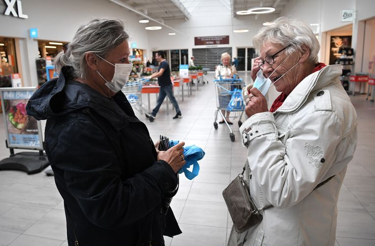 Over de waarde van het mondkapje wordt in Nederland flink gediscussieerd.  Beeld Marcel van den Bergh / de Volkskrant