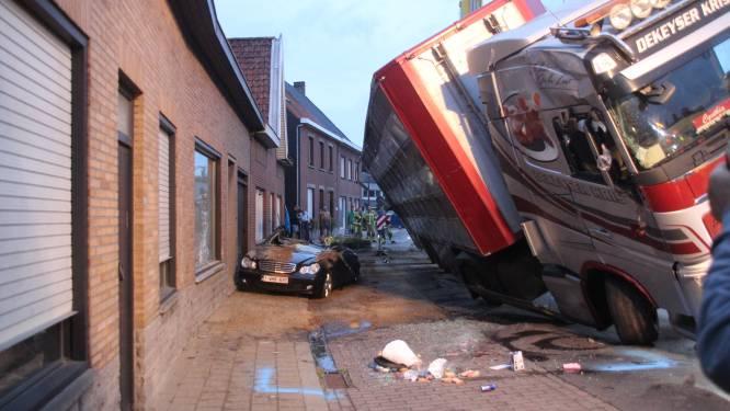 Boete en rijverbod voor truckchauffeur (24) die crash veroorzaakte met 210 varkens aan boord