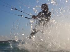 Kitesurfer redt 4 kinderen: 'Hun mond en neus zagen groen van de algen'