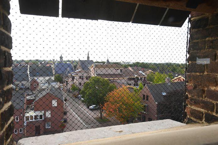 Zich op Gennep door één van de galmgaten van de Martinustoren.
