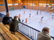 Handbalcompetitie ook in Lemelerveld van start: 'niet juichen, alleen klappen tot je handen rood zijn'