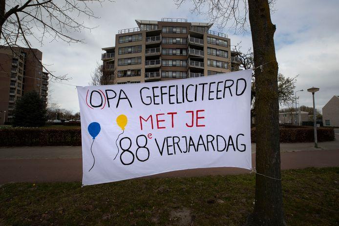 Spandoek aan de Karel de Grotelaan in Eindhoven.