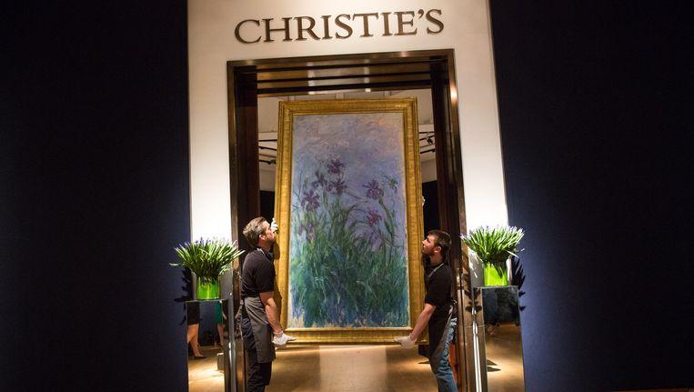 """Christie's hoopt op de Londense veilingsavonden te scoren met een grote Monet, het landschap met bloemen """"Iris Mauves""""."""