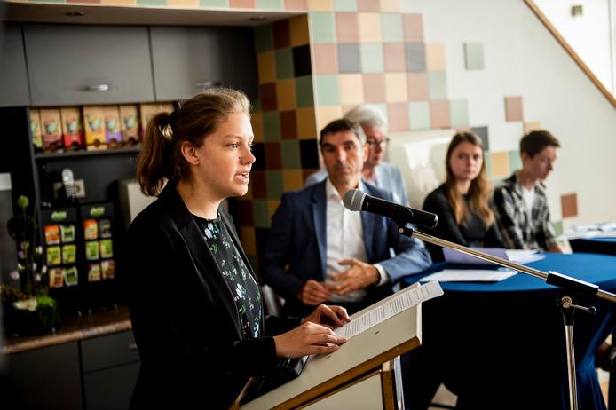 Jonge mantelzorgers begin deze maand in Apeldoorn, tijdens de nationale week van de jonge mantelzorger, in gesprek met staatssecretaris Blokhuis.
