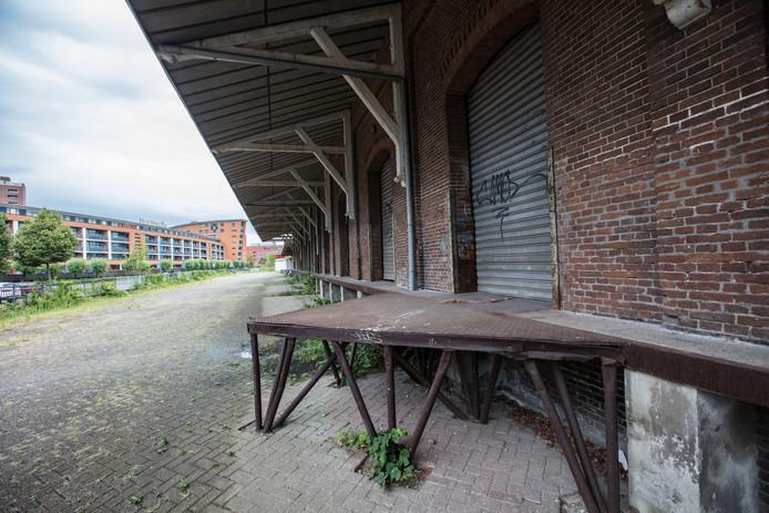 Voormalig van Gend en Loos aan de Binnen Parallelweg in Helmond