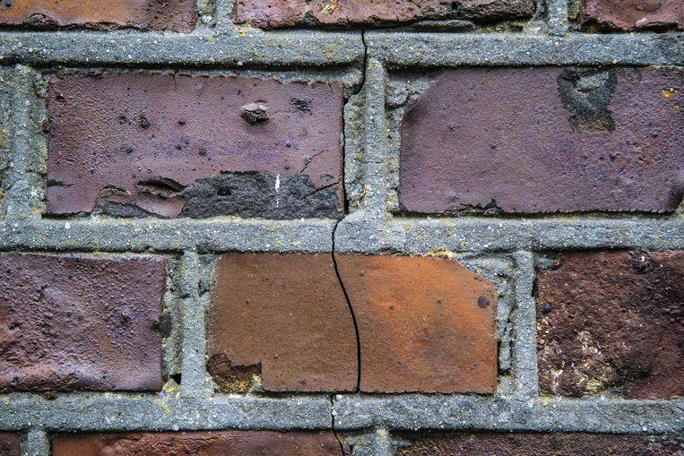 Een scheur in een woning in Groningen, deze foto is na een eerdere aardbeving genomen.  Beeld ANP