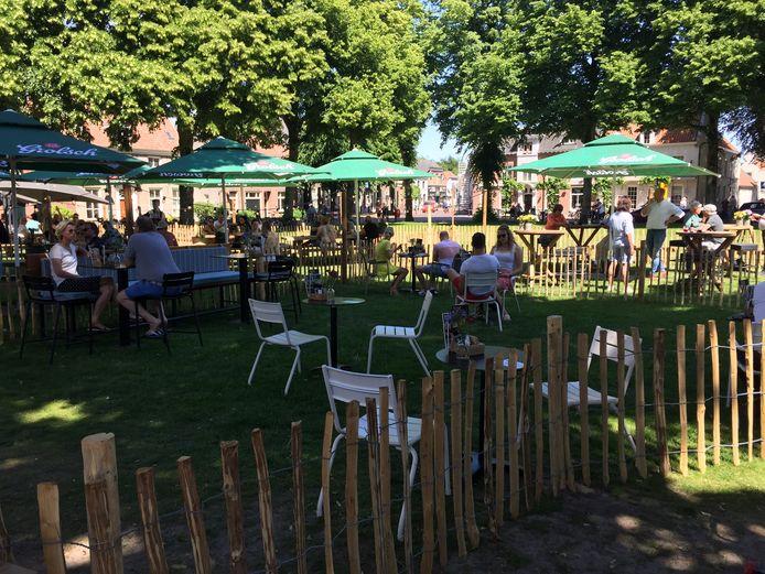 Op het Vrijthof in Hilvarenbeek waren nog tafeltjes beschikbaar