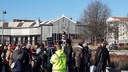 Anti-Zwarte Piet-demonstranten achter het station in Tilburg vorig jaar.