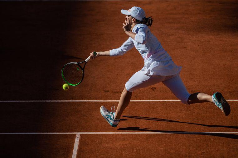 Iga Swiatek in de finale van Roland Garros. Ze versloeg ze de Amerikaanse Sofia Kenin. Beeld BSR Agency