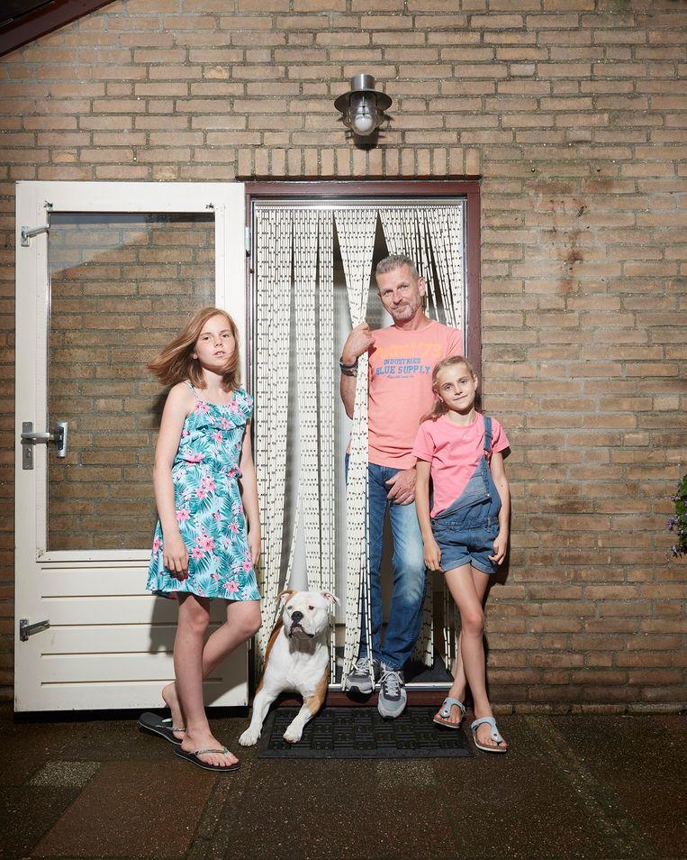"""Ivo Maaskant met zijn dochters Esther (links) en Robyn. """"Je hoort bijna nooit iets over alleenstaande vaders, ik vind dat vreemd."""""""