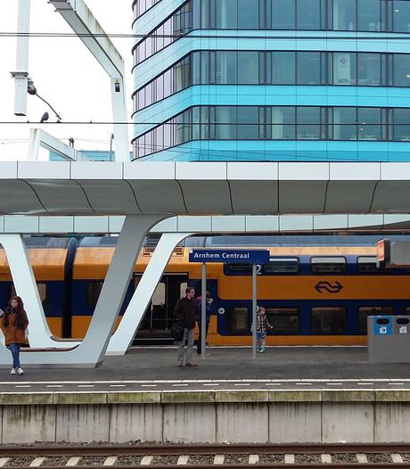 Ontruiming station Arnhem na vondst verdachte tas