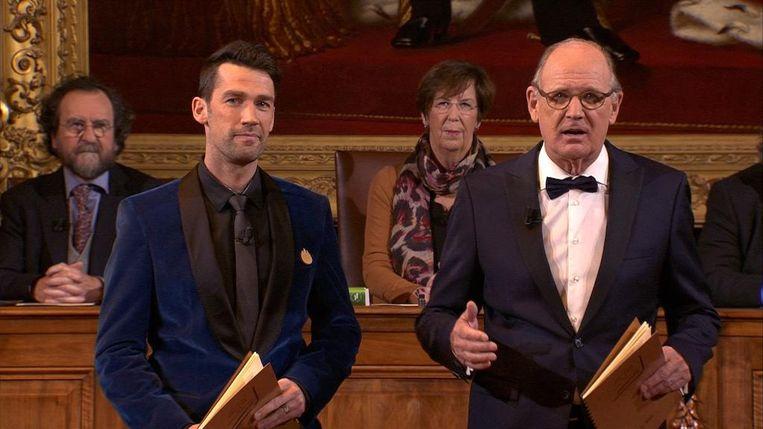 Freek Braeckman en Philip Freriks tijdens het Groot Dictee der Nederlandse Taal.