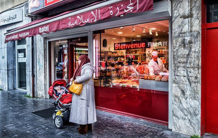 Een islamitische slager in Molenbeek. Beeld Tim Dirven