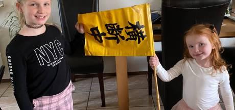 Grabbelen door schatkamer vol memorabilia en rare souvenirs: 'Heb je die vlag gepikt? Nee, gehad van een agent'