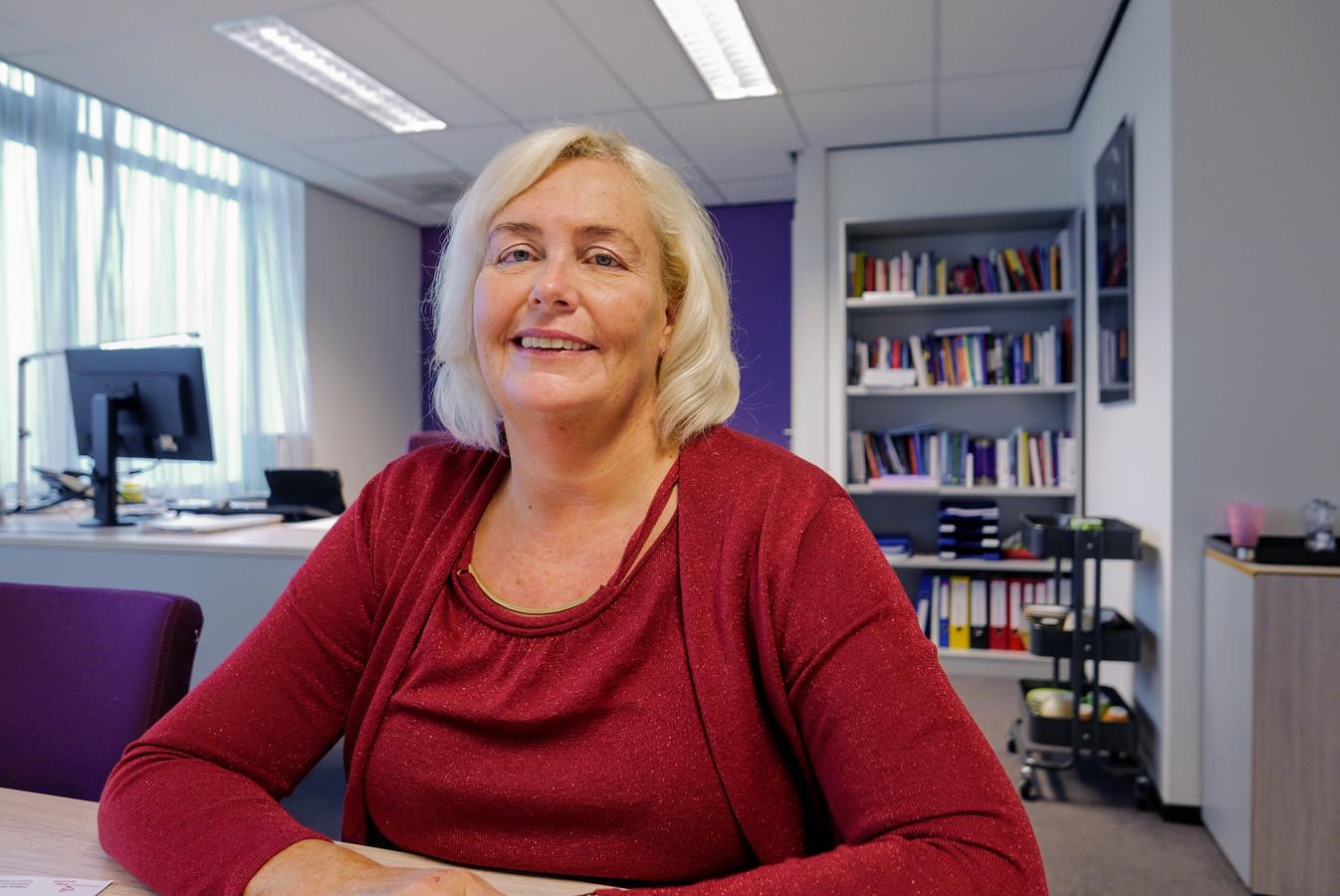 """Bestuurder Jacqueline Joppe van Zorggroep Elde Maasduinen: ,,Oud deel van voormalige ziekenhuis maakt plaats voor nieuwe huisvesting voor cliënten met dementie""""."""