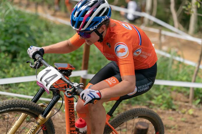 Mountainbiker Anne Tauber in 2019 in actie tijdens het test-event op de Izu MTB-koers, ter voorbereiding  op de Olympische Spelen in Japan. Dinsdag werd bekend dat de Spelen met één jaar wordt uitgesteld vanwege het coronavirus.