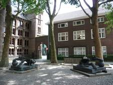 Spaanse leeuwen op Anne Frankplein verhuizen naar Westwal Den Bosch