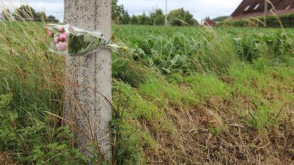 Bos bloemen in de Kleistraat ter nagedachtenis van Niels de Vriendt