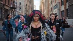 Nicki Minaj is het gezicht van een anti-pestcampagne van Diesel en daar is niet iedereen blij mee