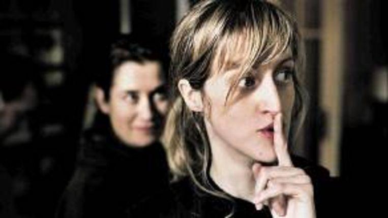 Filmmaakster Fien Troch, met achter haar actrice Emmanuelle Devos. (Trouw) Beeld