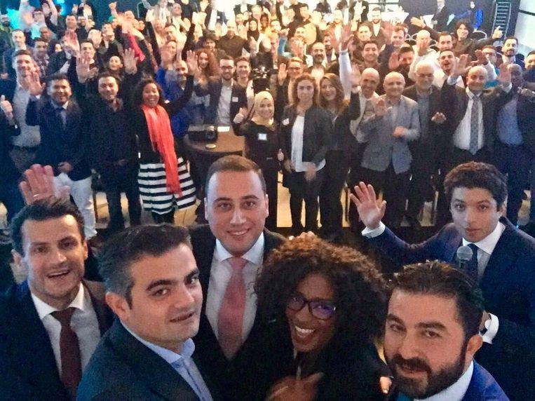 Zelfspot bij Denk: 'de lange arm' van partijleider Kuzu maakt een selfie. Beeld Facebook/Denk Utrecht