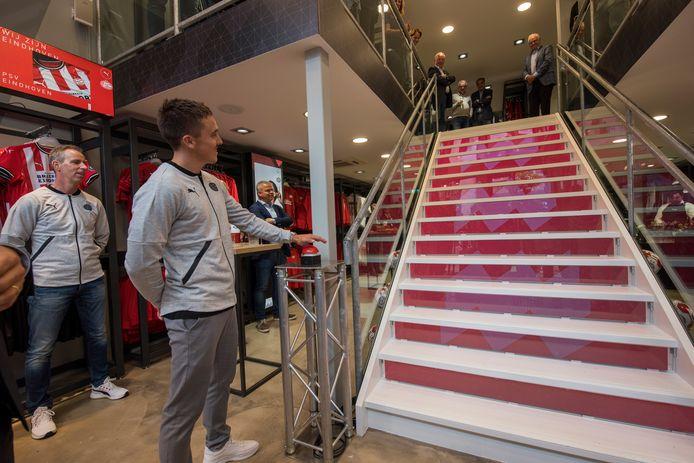 Ryan Thomas opent de PSV Eindhoven City Store in het hart van Eindhoven.