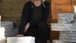 """Cultuurschepen gooide werk van kunstenares Lien Stockx (23) op containerpark: """"Maar ontdekt dat afvalkunst echt mijn ding is"""""""