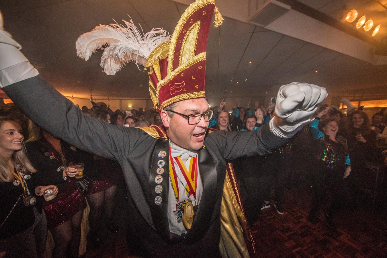 Prins Mathieu Krake was eerder al jeugdprins van de Enterse Boorköttels. Hij hanteert tevens de voorzittershamer van de carnavalsvereniging.