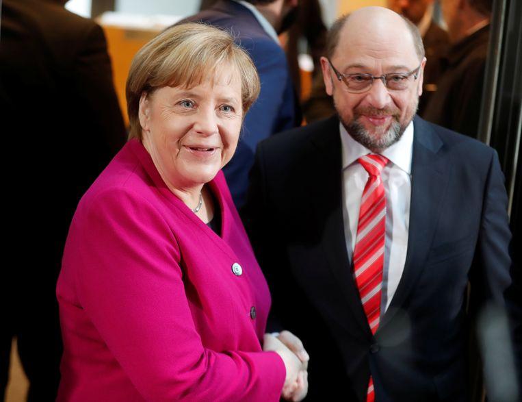 Merkel samen met SPD-voorzitter Martin Schulz, vanmorgen bij het begin van de formatiegesprekken.