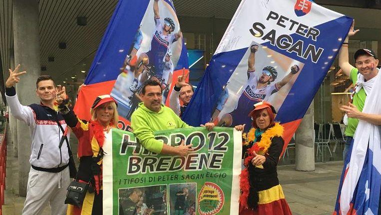 Een delegatie van Hippo 12 verbroederend met enkele supporters van de Slovaakse Sagan-fanclub.