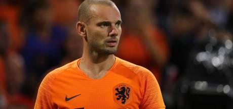 Sneijder loopt lichte nekklachten op bij auto-ongeluk
