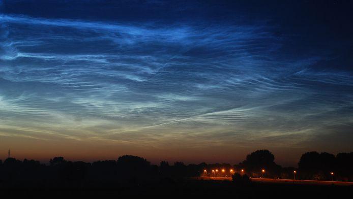 Lichtende nachtwolken boven Deventer in juli 2014.