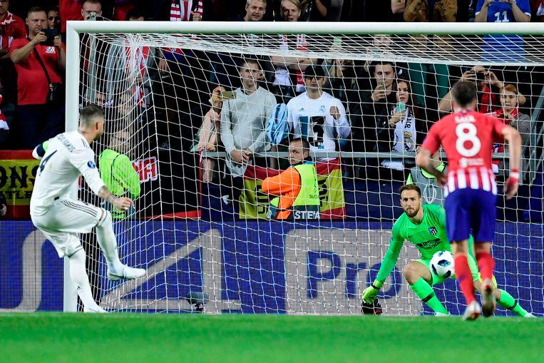 63' Sergio Ramos zet de penalty om voor de 2-1.