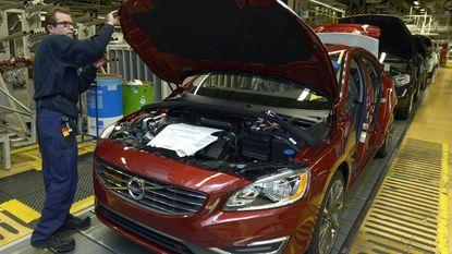 Volvo gaat auto's informatie laten delen over wegtoestand