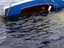 Zeilbootjes slaan om op Veerse Meer, KNRM helpt