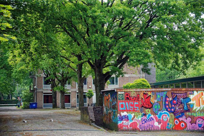 Het terrein van jeugdzorginstelling Lievenshove in Oosterhout ligt er verlaten bij nadat het onlangs is gesloten.