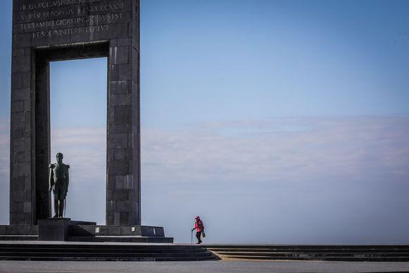 Leegte aan de kust door corona pandemie: De Panne lege esplanade