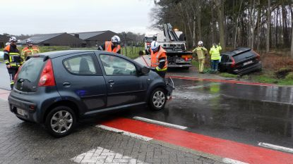 Bestuurder gekneld na ongeval aan Steenweg op Weelde